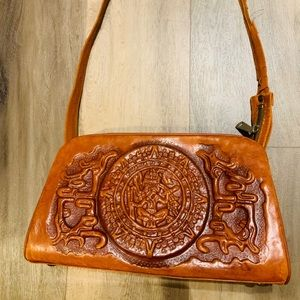 VINTAGE made in Mexico artesanias leather bag.
